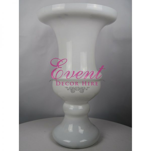 white glass urn wedding centrepiece