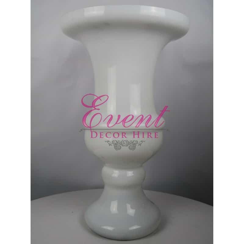 white glass urn wedding centrepiece