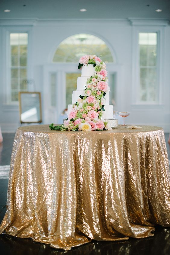 gold sequin cake table