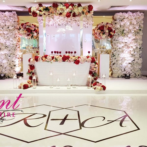 wedding stage design gold mirror