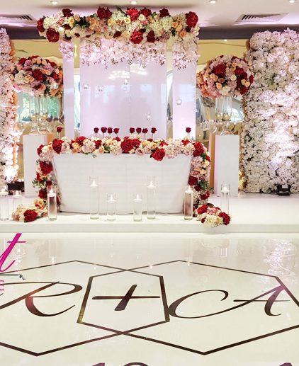 wedding stage design gold mirror