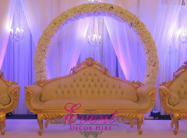 wedding backdrop sofa flowers