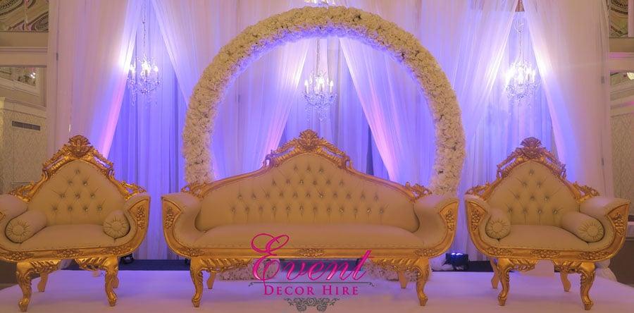 wedding backdrop sofa flowers