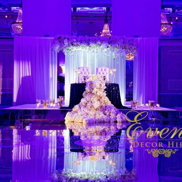 mirror dancefloor wedding flowers