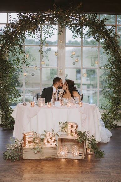 arch sweetheart table